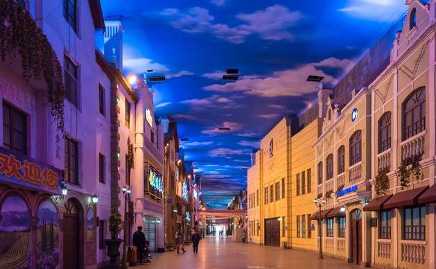 """全国最胆大的商业街,为吸引人流量,硬是""""造""""出了一片免费天空"""