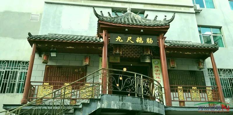 冬天,是吃火锅的季节,秀山各家火锅店生意火爆,各路商家也是打出各种