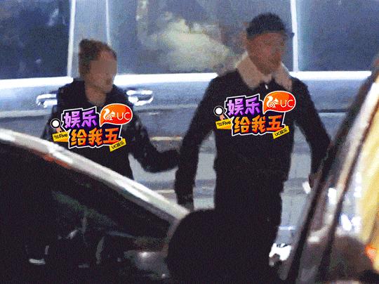 果郡王李东学疑似恋情曝光,深夜与美女同回小区