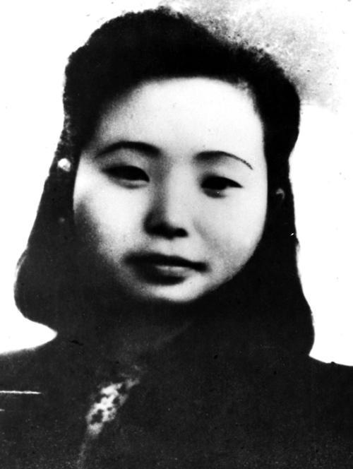 烈士江姐的兒子定居美國,記者問他為何不回國,他這樣回答!