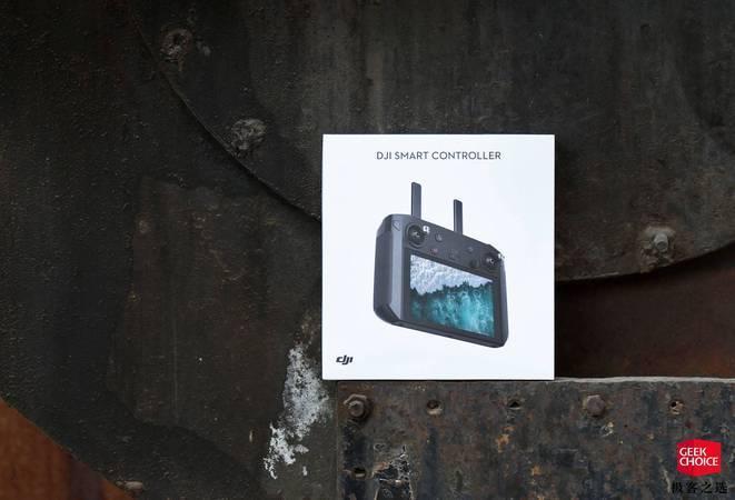 图赏丨大疆带屏遥控器:一款屏幕亮度远超 iPhone XS 的无人机遥控器