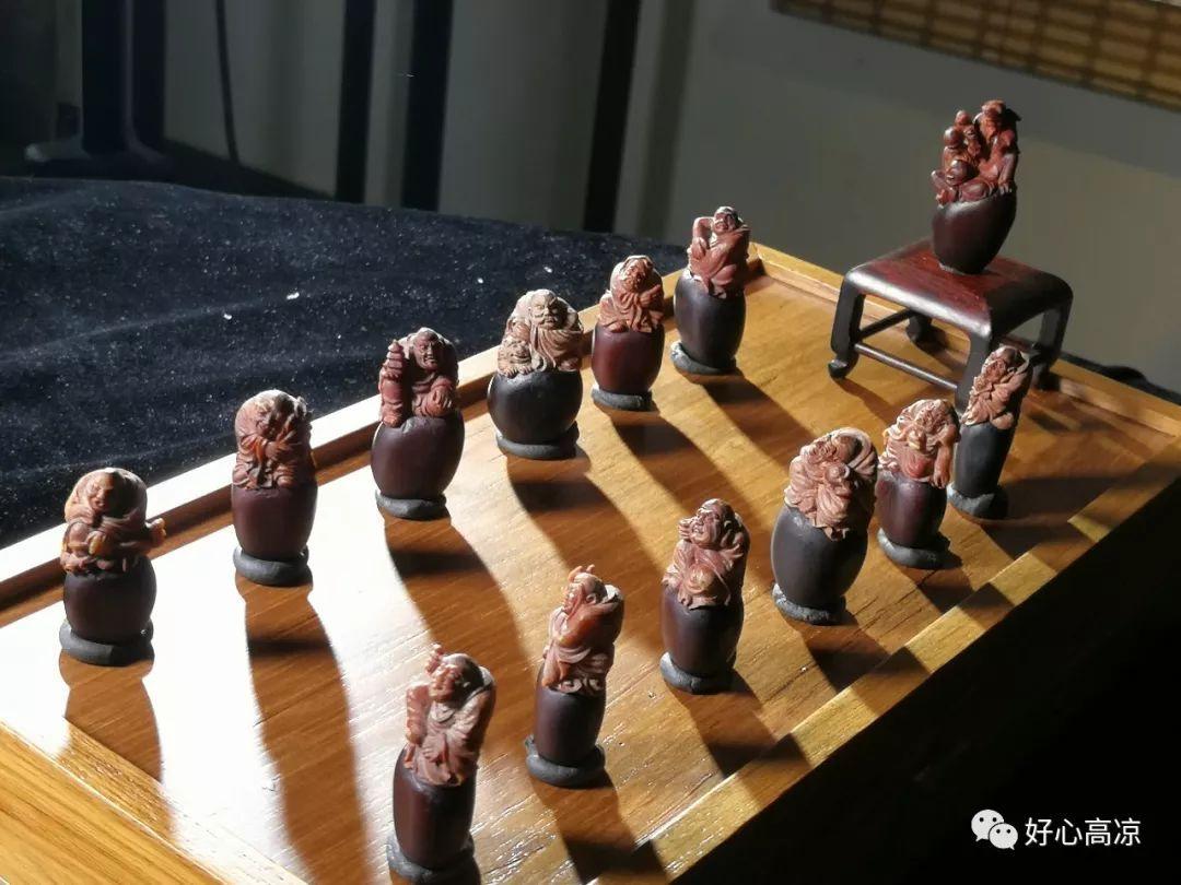 緬茄雕刻名家張嵩參加中央電視臺科教頻道大型紀錄片《中國影像方志.高州篇》