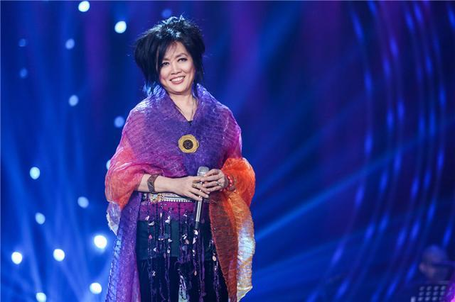 郁可唯穿上了和齐豫同款的彩色仙女轻纱,一个优雅一个仙气!