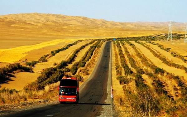中国最美的戈壁公路,这里有108口井,每口井都有一对伉俪终年关照