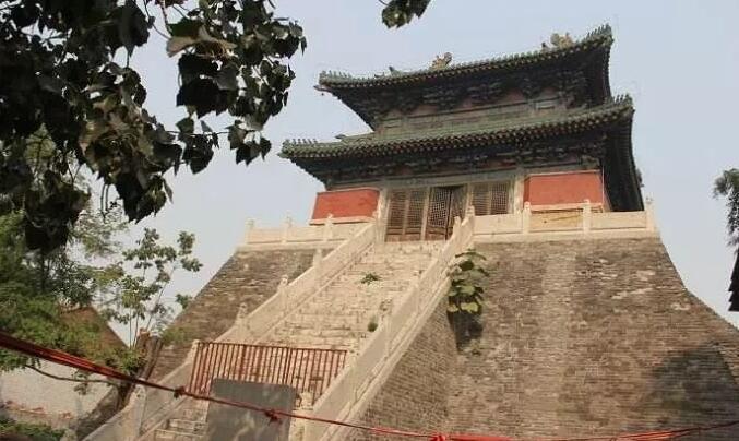 河南有座寺庙,500多年来,没有高僧尼姑与香火,也不敬佛祖菩萨