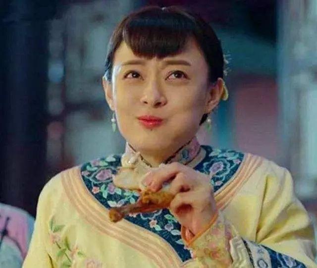 女星大口吃肉是什么样?杨幂不顾形象,陈妍希却如同嚼蜡!