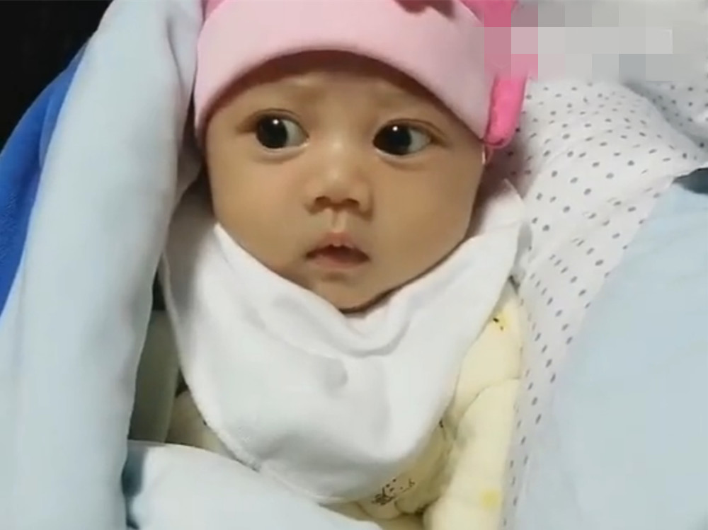宝宝才出生20天,眼睛比20多岁的成年人还大,网友都不淡定了