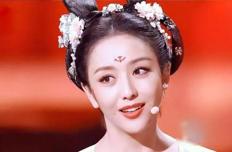 被佟丽娅在 国家宝藏 中的妆容惊艳 真正的唐代妆容可能会惊呆你