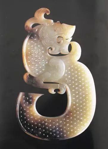 狮子山龙形玉佩:玉器史上威猛时代的绝唱_玉龙