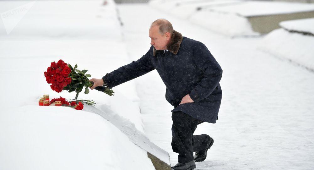 普京向祖国母亲纪念碑敬献花圈 纪念列宁格勒保卫战胜利75周年