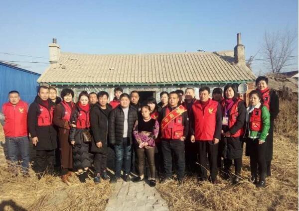 军旅红箭育成爱心团队组织名志愿者对两名特困学生家庭回访