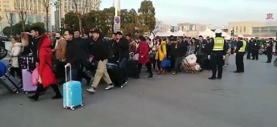 警法 正文  春节越来越近 返乡的脚步越来越急 今天 有人在阜阳火车站