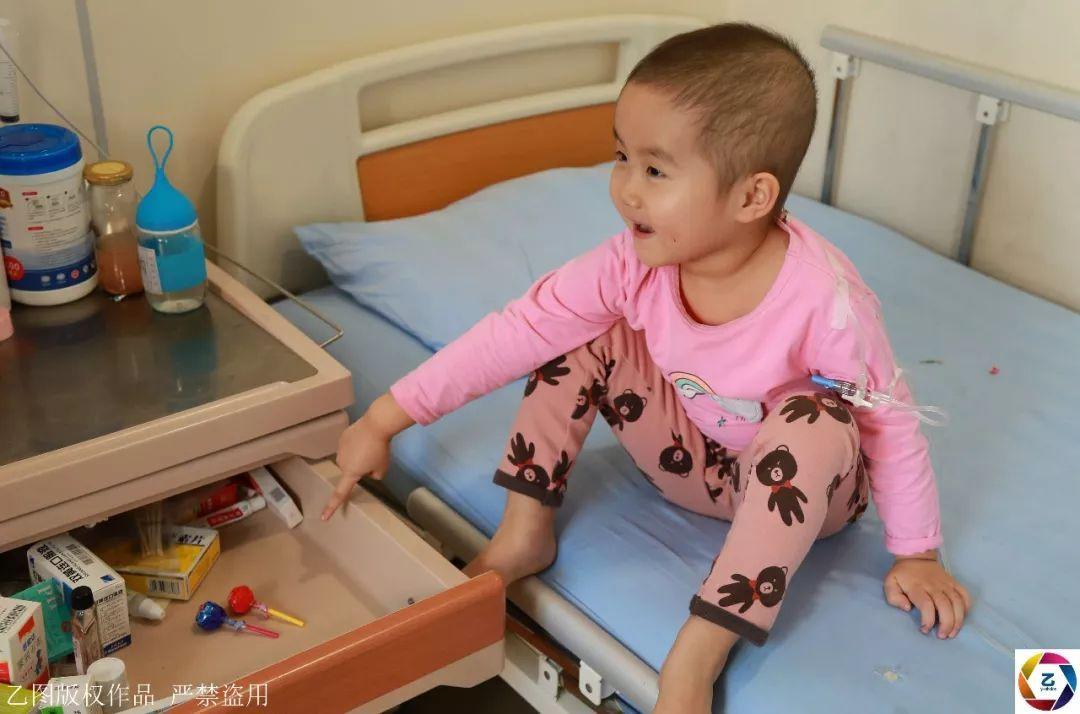 女子生二宝是女孩,公婆转身就走,女儿患病后丈夫选择离婚_张娜