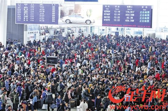 春运首周广州南站迎客流高峰 往武昌南昌等有余票