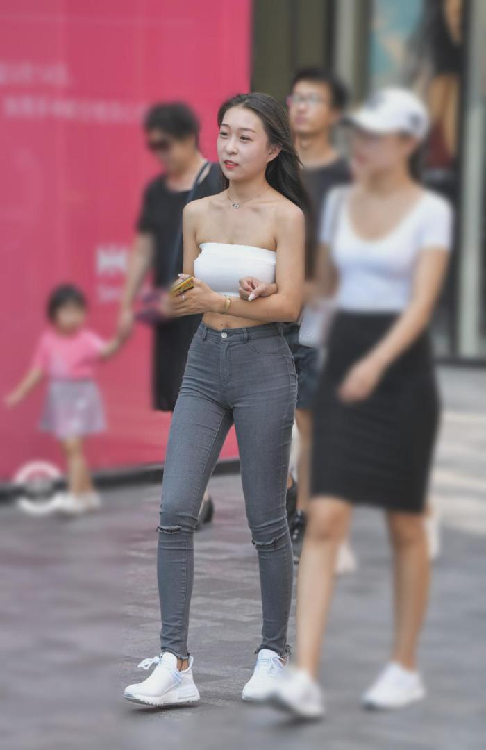好身材还是要配合好穿搭的,这款紧身裤适合姑娘(图4)