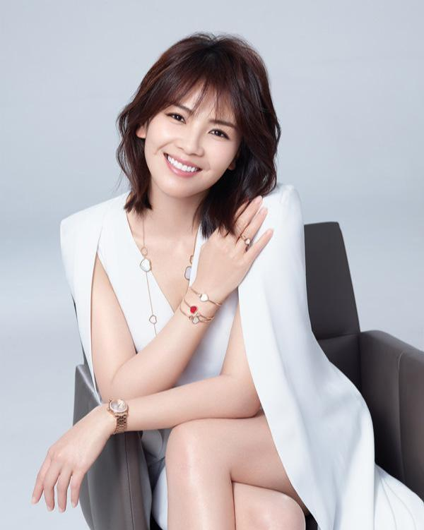 刘涛剪了一个和宋慧乔一样的发型,同样短发造型她更有霸总气质!