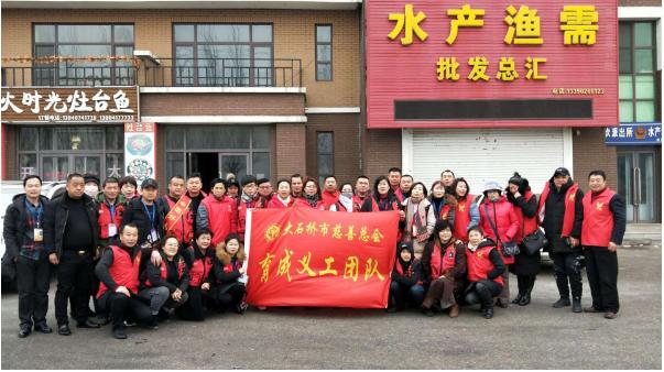育成爱心团慰问旗口区域敬老院老人和回访资助的贫困大学生王萍萍