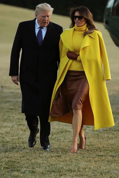 原創             將大衣披在肩上增加氣場我只服梅拉尼婭,就連高冷的貝嫂都比不上 形象穿搭 第3張