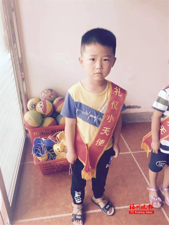 痛心!6岁男孩家门口遇车祸!面临双腿截肢!目前仍在福州医院重症监护……_王根灿