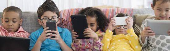 疯言疯语:现在的年轻人只会低头看手机曾经的我们只会低头读杂志