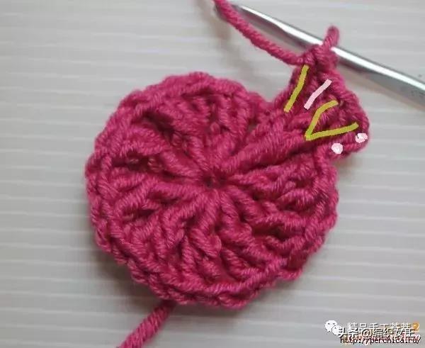 """钩针编织的""""蜂窝花""""帽子,有详细的花样钩法步骤"""