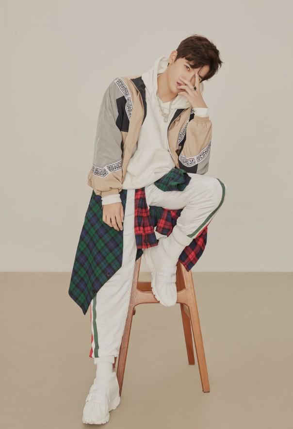 李宗霖拍攝時尚寫真,一身清爽運動裝陽光帥氣,顏值杠杠的! 形象穿搭 第2張