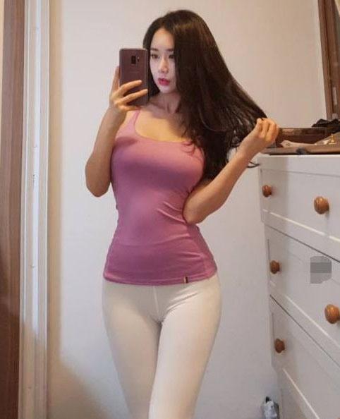 清新時尚的緊身打底褲美女,秀美經典,透露著美好氣質! 形象穿搭 第2張
