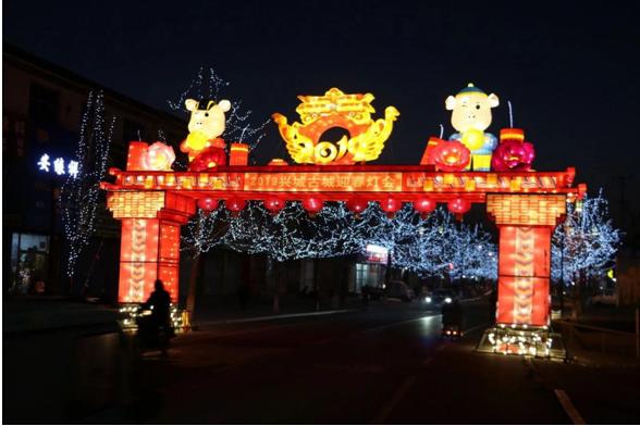 2019兴城古城迎春灯会小年正式亮灯吸引游客竞相观赏