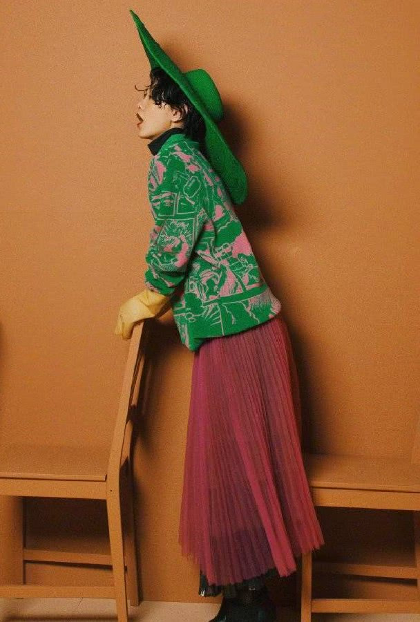 郭采洁拍复古港风时尚大片,小猫耳发型娇俏可人,造型搞怪逗趣!