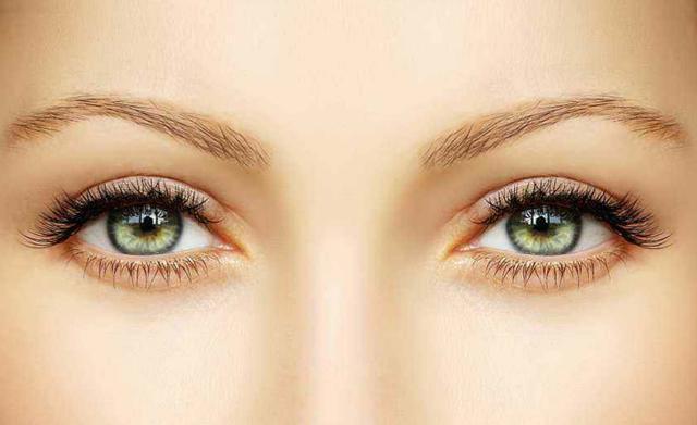 右目 痙攣 原因