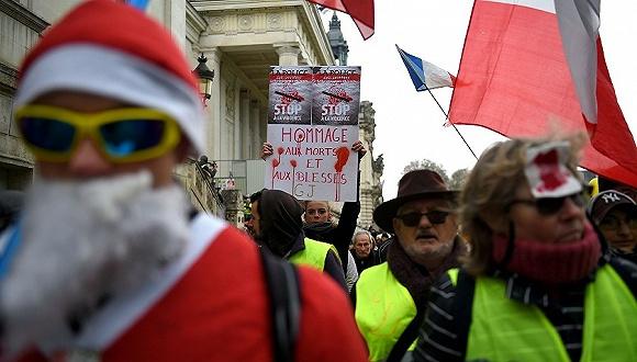"""法国""""黄背心""""抗议进入第12周,伤者谴责警方使用暴力(图1)"""