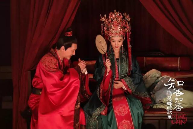 """婚后首个除夕夜分开过,赵丽颖冯绍峰的""""工作狂""""婚姻"""