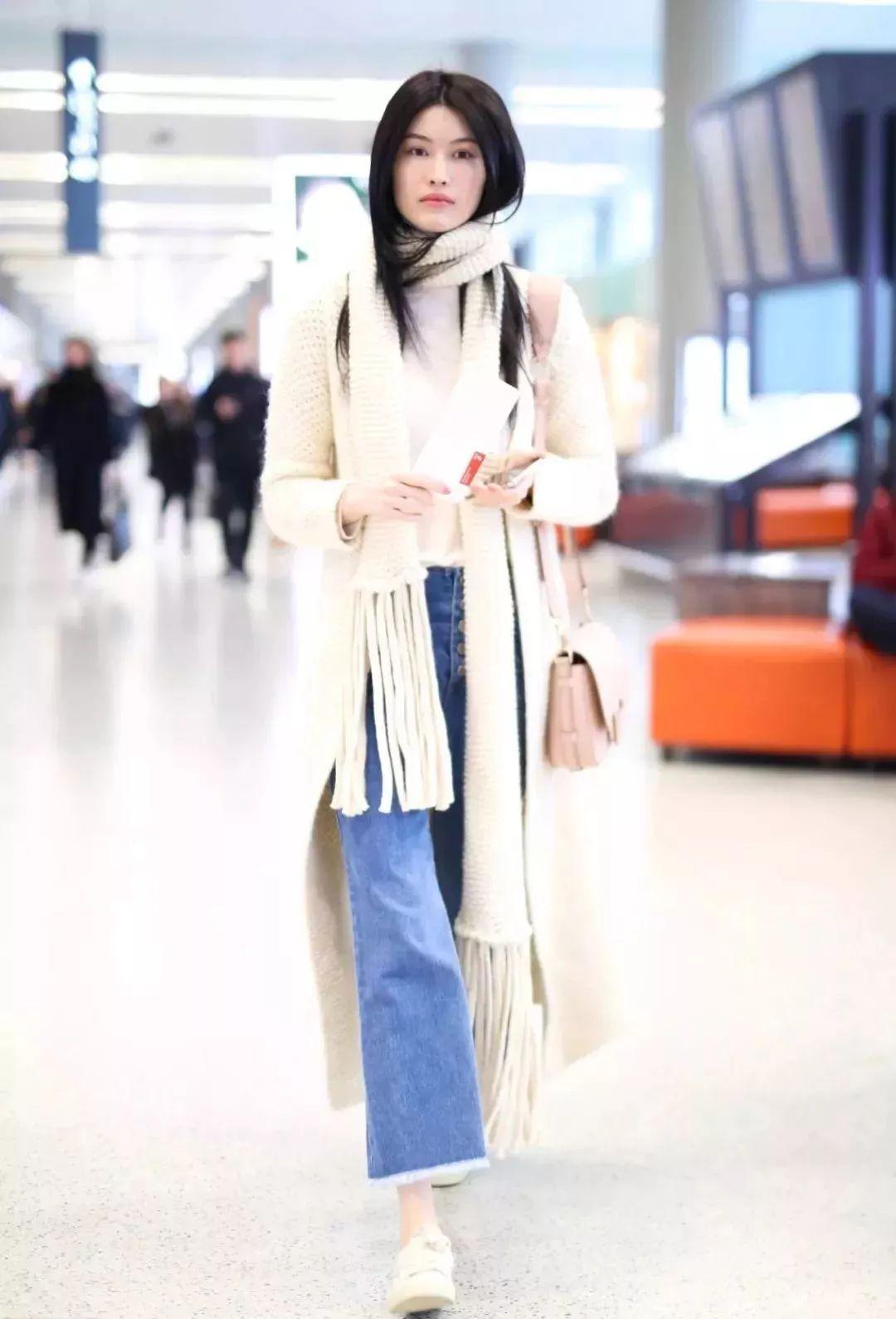 长款丝巾的系法图解 与服装完美的搭配