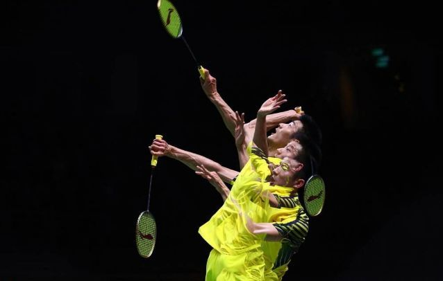 羽毛球高远球只知道手臂伸直注定挨虐5大技巧还你自信!