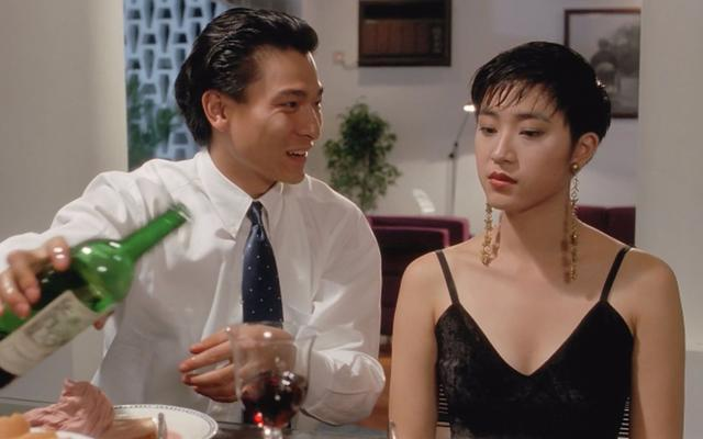 刘德华合作电影《赌侠》,在片中饰演龙五的妹妹龙九,短发造型示人