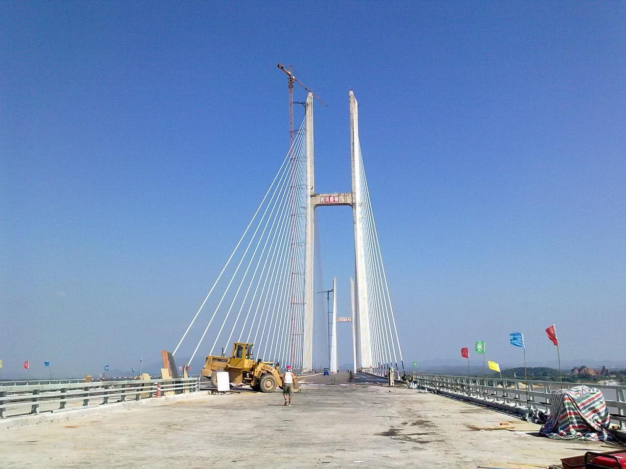 荆岳铁路长江大桥_湖南唯一的长江大桥,对接湖北,耗资23亿,长5419米_发展