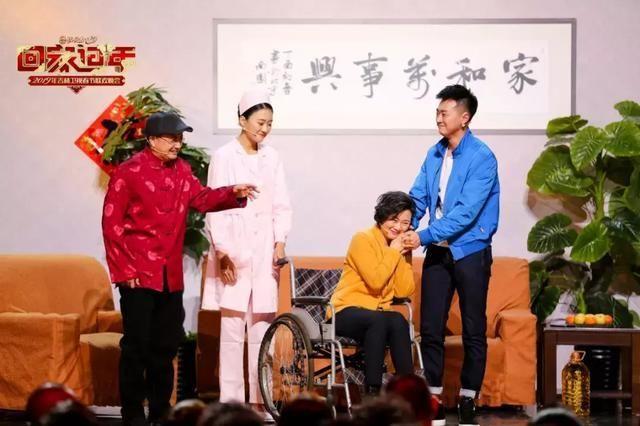 娱乐二人转mp3下载_闫学晶和佟长江演唱二人转《邻里情》倾诉邻里亲情.
