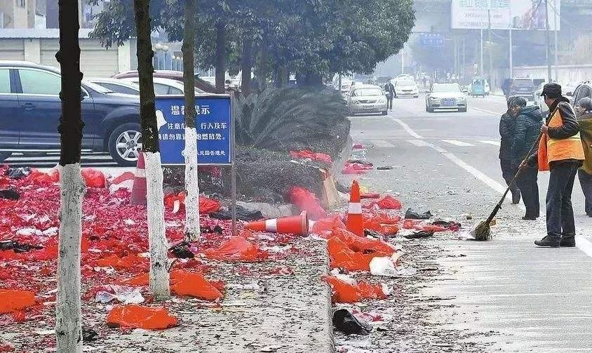 面目全非!渭南一小区详解烟花爆竹,导致4辆小802.1协议燃放图片