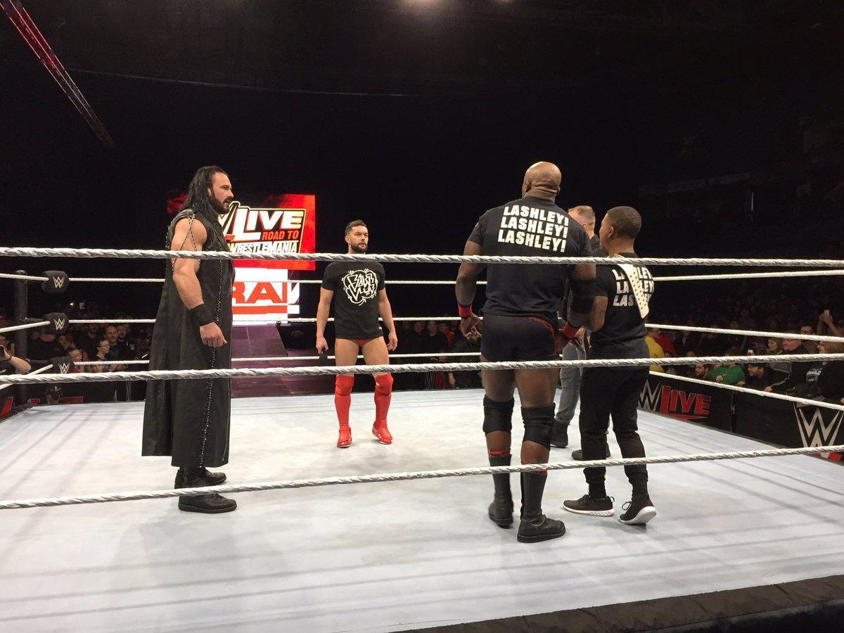 WWE地狱牢笼赛!罗曼雷恩斯vs巨石强森洛克vs约翰塞纳-WWE2K1...