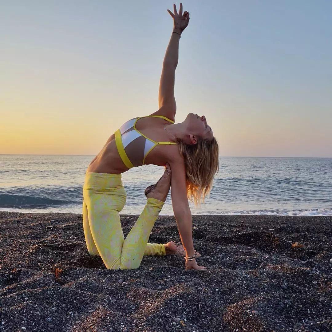 心情烦躁,练习瑜伽来开怀,好好舒缓烦闷(图10)