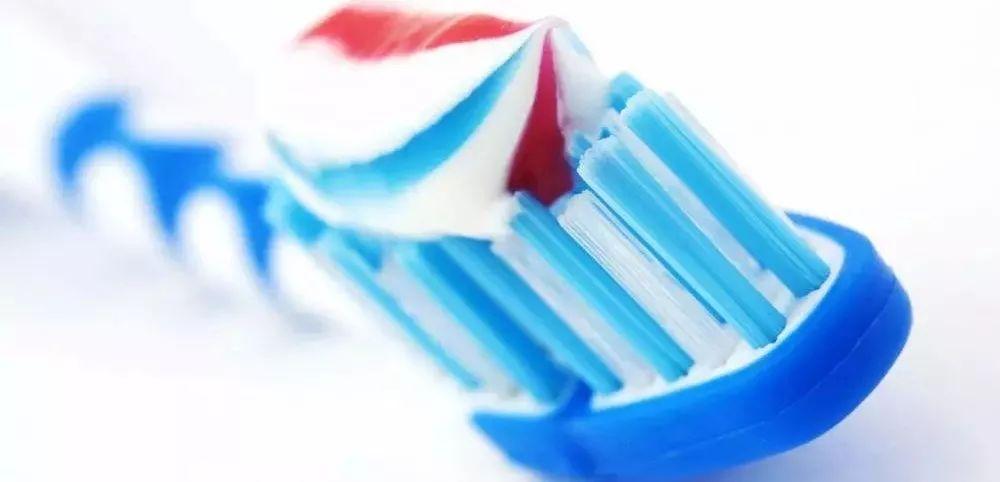 牙膏为什么含氟原理_牙膏含氟使用比