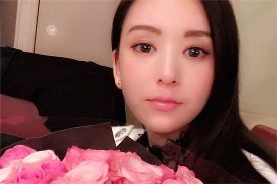 天王嫂方媛携女儿在零点时给大家拜年获好评:C宝很有镜头感!