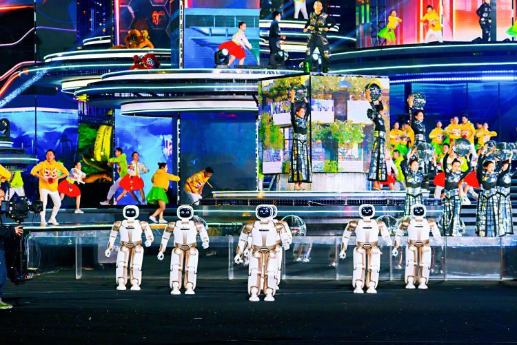 央视春晚又见机器人跳舞,还是站 C 位,究竟是何方神圣?