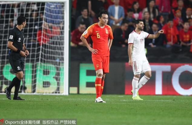 冯潇霆辩解亚洲杯失误因伤病 理解愤怒接受谴责
