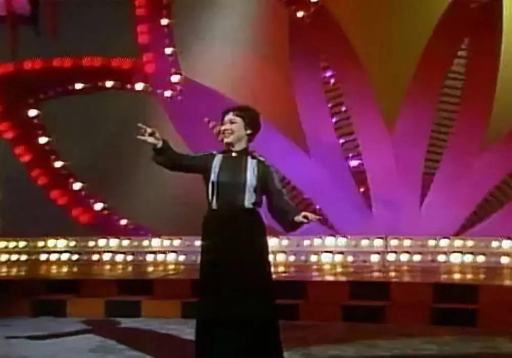 36年春晚55首经典好歌回顾,听完都是感慨