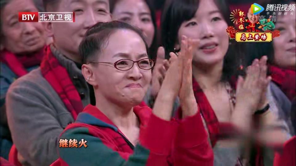 罗晋唐嫣献唱点燃全场台下艺人很配合杨幂蔡徐坤却略显高冷!