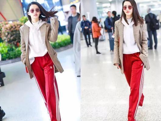 原創             春季穿搭:李沁純白大衣紮馬尾太少女!穿上紅裙微微一笑太傾城 形象穿搭 第3張