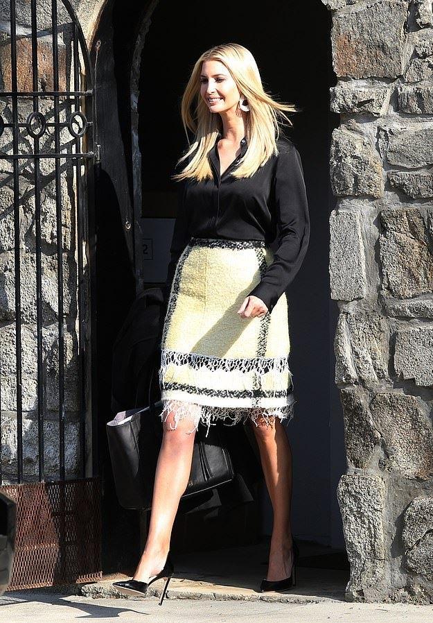 ivanka trump鞋_伊万卡大冬天竟穿夏装!黑衬衫搭流苏半裙,15公分细高跟像两根 ...