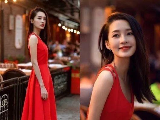 原創             春季穿搭:李沁純白大衣紮馬尾太少女!穿上紅裙微微一笑太傾城 形象穿搭 第1張