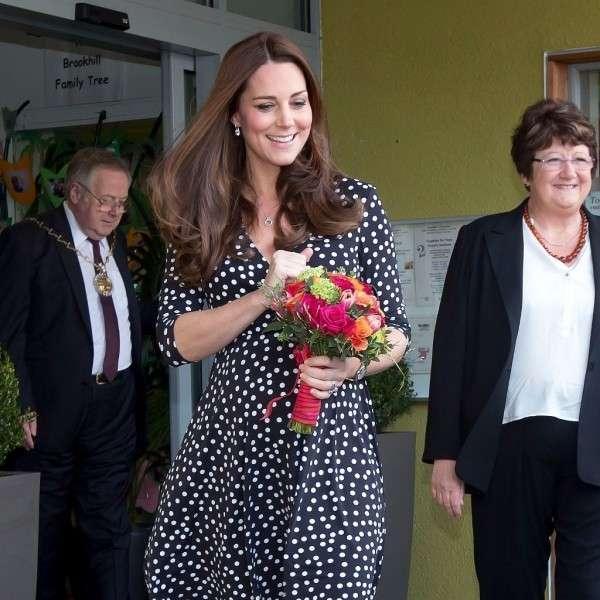 凱特王妃換了髮型,也換了禮帽,看起來像個小護士 形象穿搭 第1張